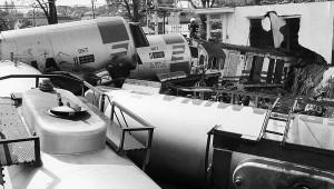 Lima dari 18 gerbong kereta api pengangkut bahan bakar minyak tanpa muatan, Rabu (23/9), terguling di 200 meter sebelah utara Stasiun Lawang, Kabupaten Malang, Jawa Timur. Kereta api itu terguling setelah menabrak ruko di depannya. Diduga rem kereta blong. Akibat kejadian ini, 11 orang luka-luka dan 1 orang tewas.