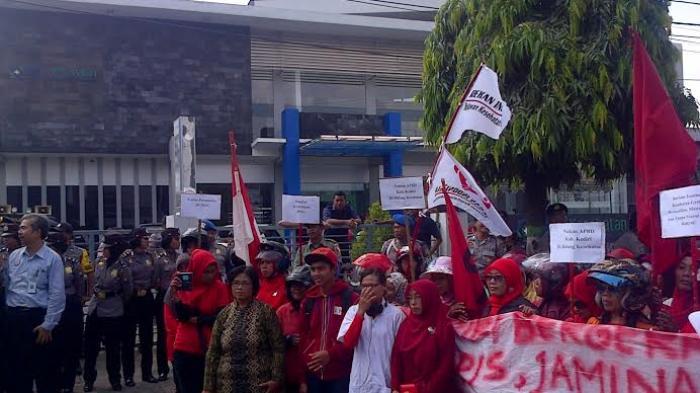 Ilustrasi - Demo di kantor BPJS Kediri